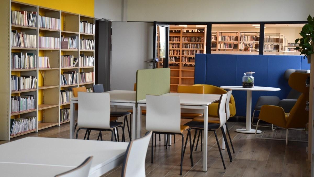 Biblioteka-główna-cem-oddział-dla-dorosłych-czytelnia1