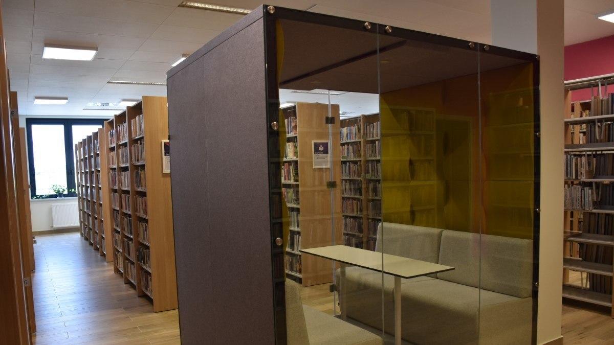 Biblioteka-główna-cem-oddział-dla-dorosłych-pokój-cichej-pracy