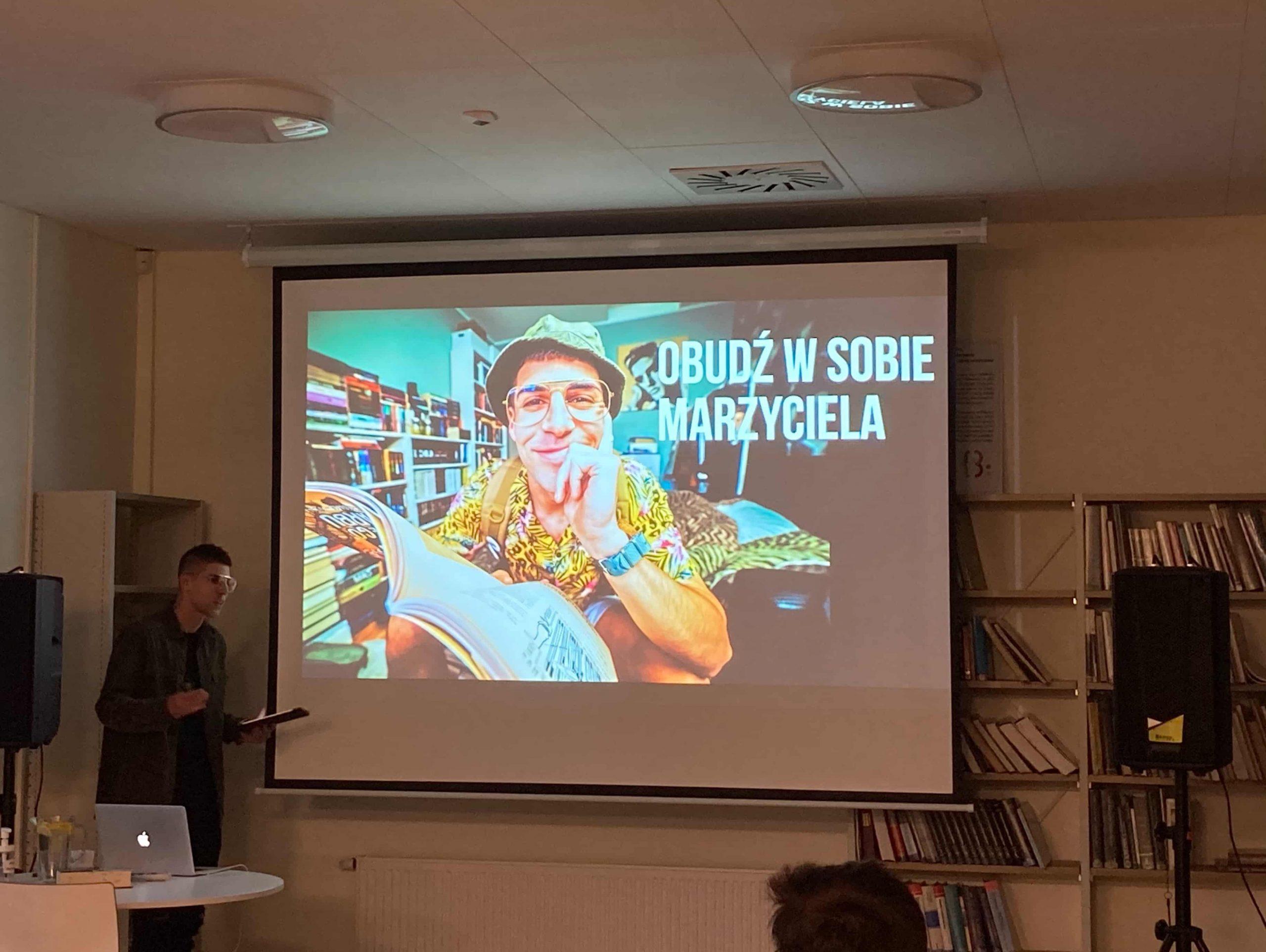 """Relacja ze spotkania z Marcinem Okoniewskim, pt.: """"Okoń w sieci"""""""