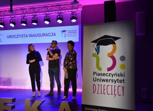 Uroczysta Inauguracja Piaseczyńskiego Uniwersytetu Dziecięcego - Pani Burmistrz, Pan Dyrektor iPani Zastępczyni Dyrektora