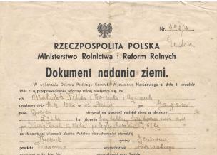 zdjęcie przedstawiające stary dokument nadania ziemi