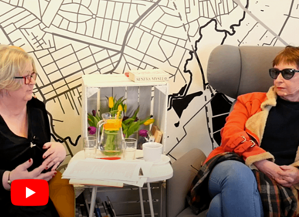 Małgorzata Szturomska i pisarka Manula Kalicka rozmawiają o historii Zalesia Dolnego