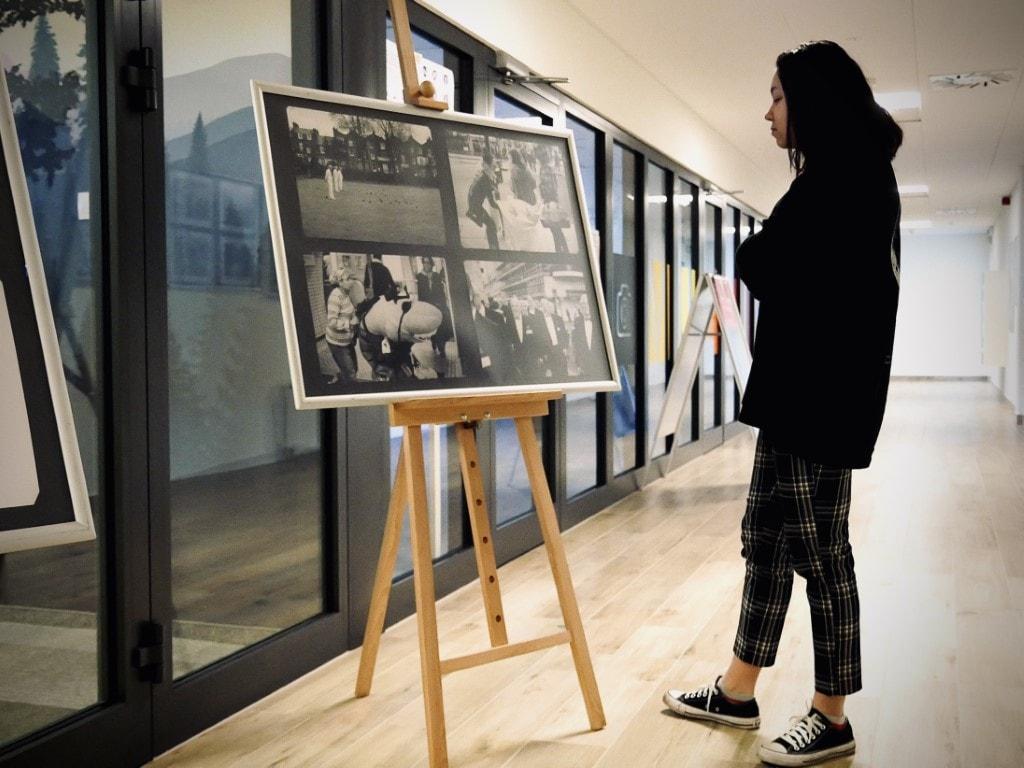 Wystawa zdjęć Damiana Chrobaka wBibliotece Publicznej wPiasecznie
