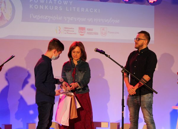 Rozdanie nagród wkategorii dzieci imłodzież