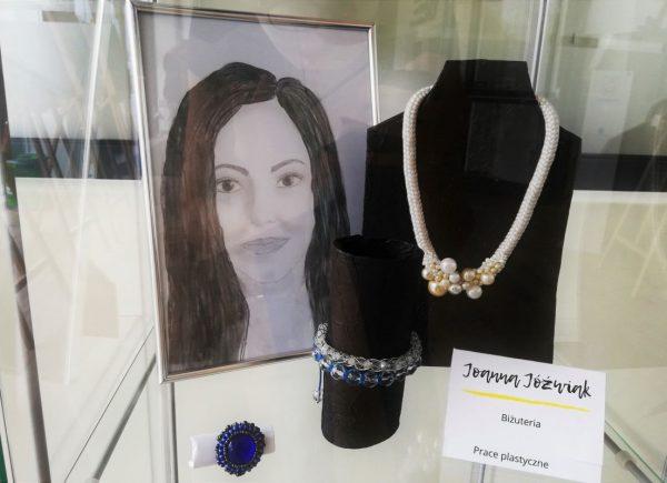 Joanna Jóźwiak - biżuteria iprace plastyczne