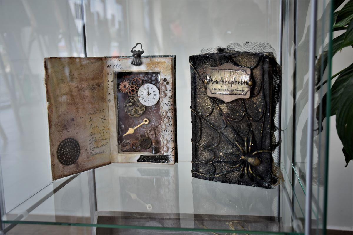 """Prace scrapbookinowe - część wystawy """"Dodzieła"""""""