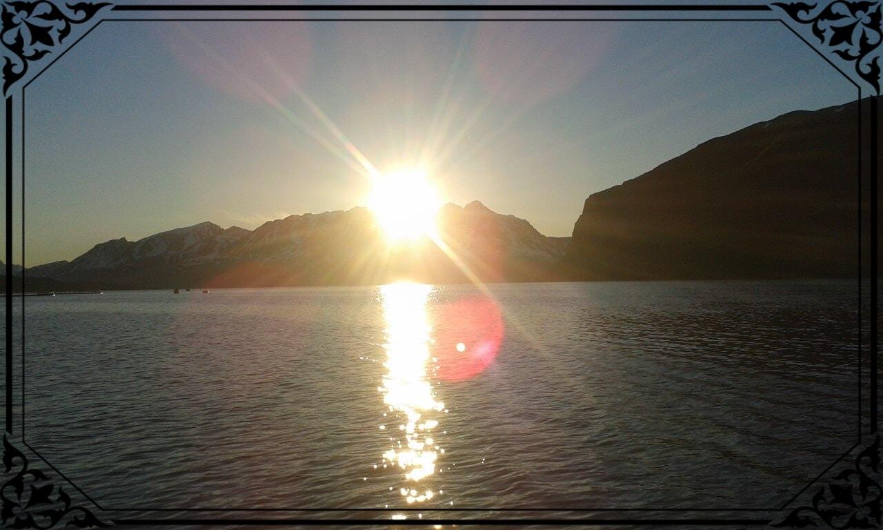Norwegia Północna, dzień polarny wArktyce, zdjęcie wykonane o2.00 wnocy
