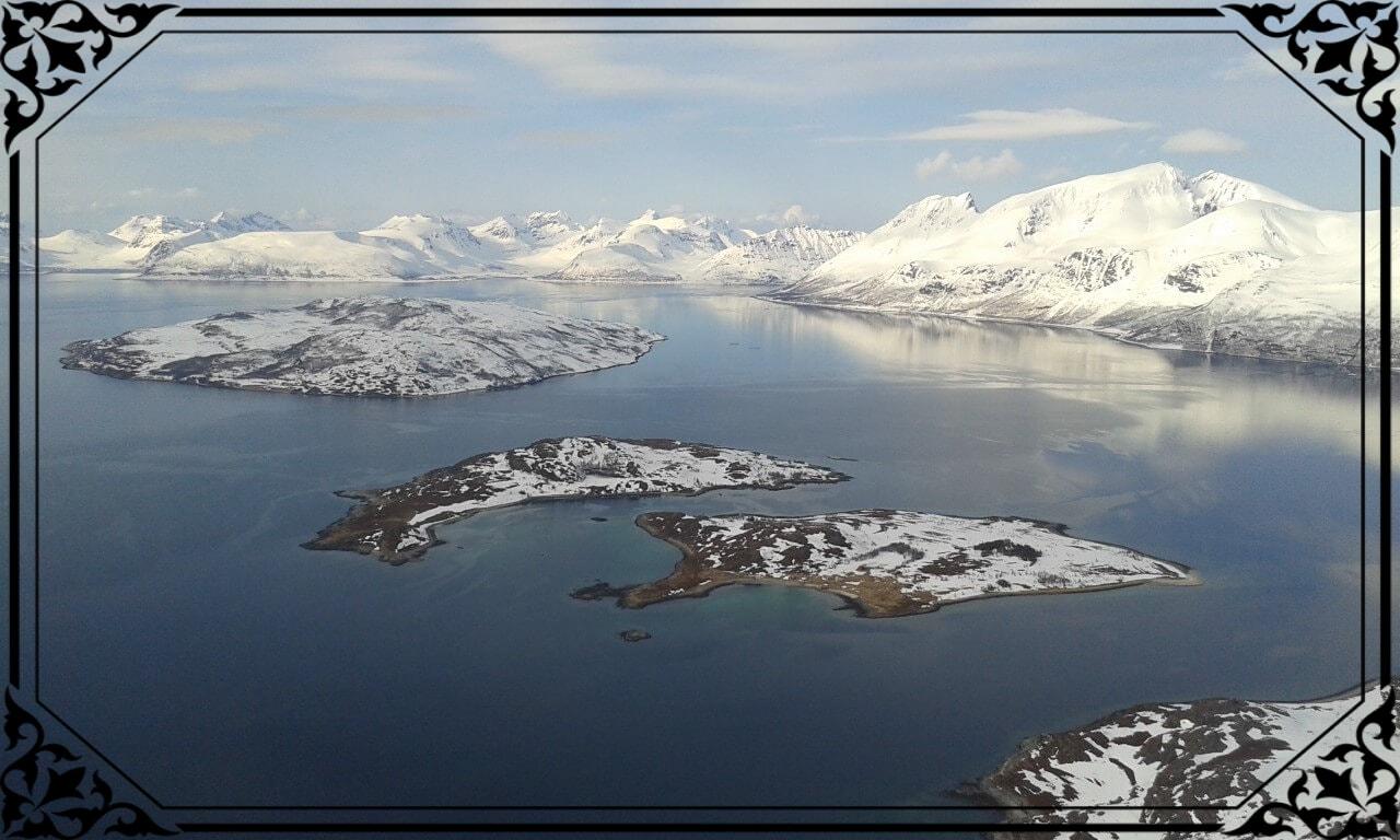 Norwegia Północna, widok zeszczytu Arontinden nawyspy duża imała Follesøya