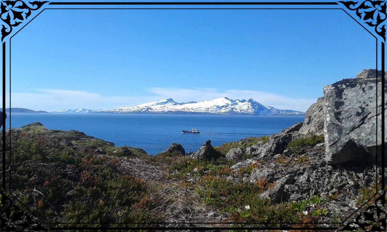 Norwegia Północna, widok zeszczytu Lyngstua nawyspę Arnøya
