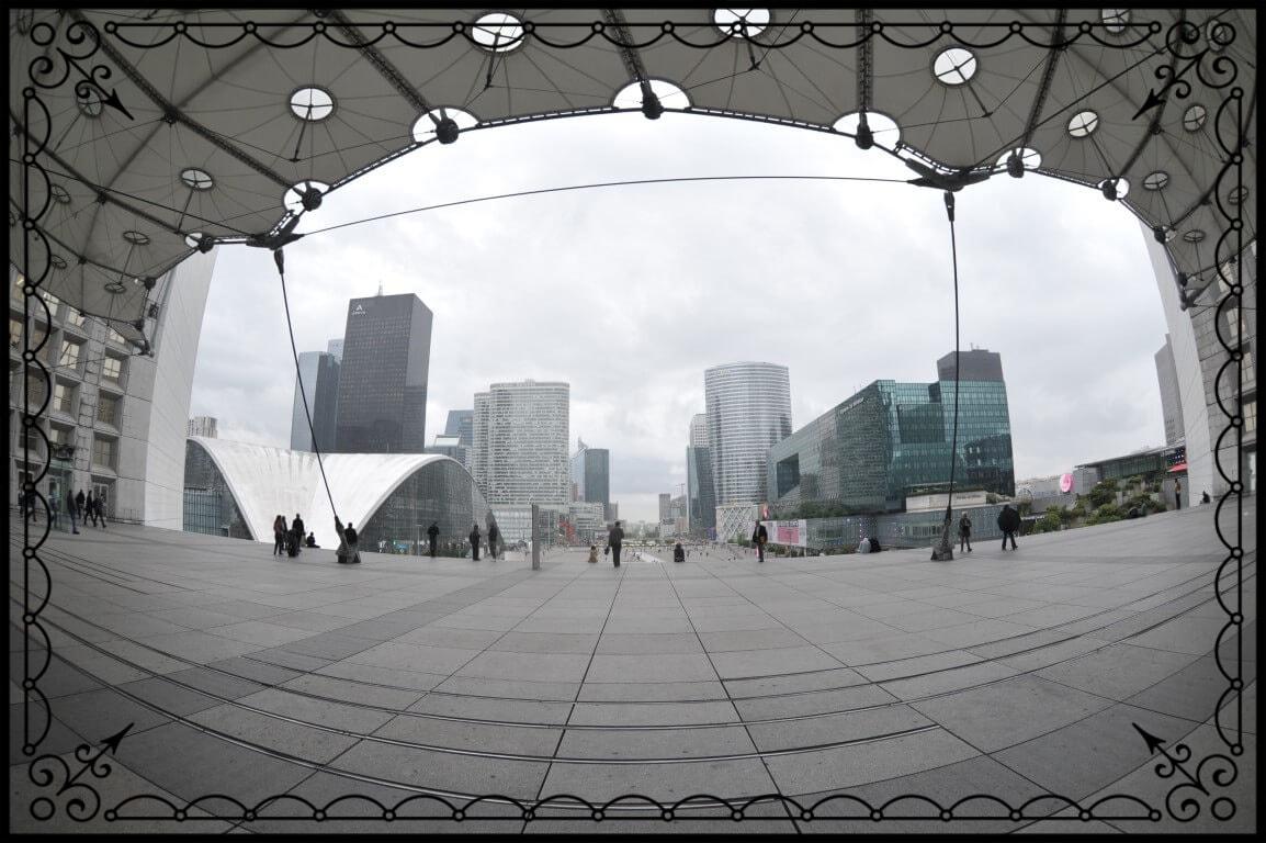 Paryż, okno nanowoczesne centrum biznesowe, fot.Piotr Michalski