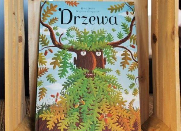 """Książka pt. """"Drzewa"""", która była inspiracją tej wystawy. Ilustracje z niej to wystawa."""