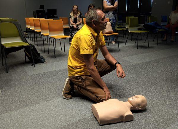 Szkolenie pracowników zpierwszej pomocy - resuscytacja krążeniowo-oddechowa.