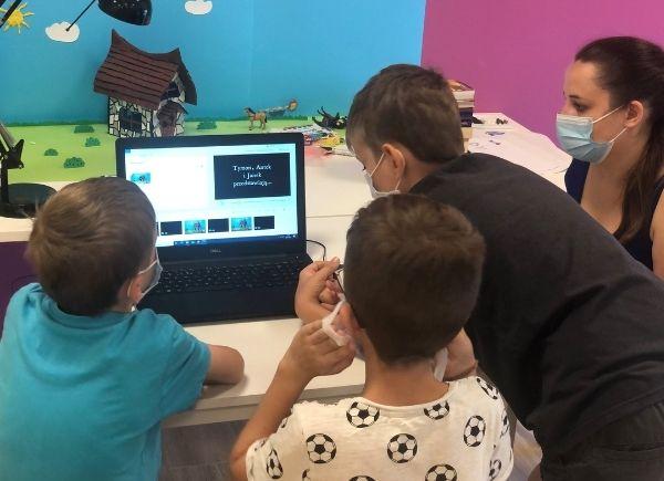 Uczestnicy montują film