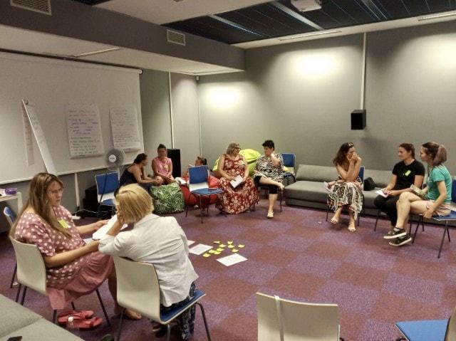 Uczestnicy warsztatów podczas spotkania