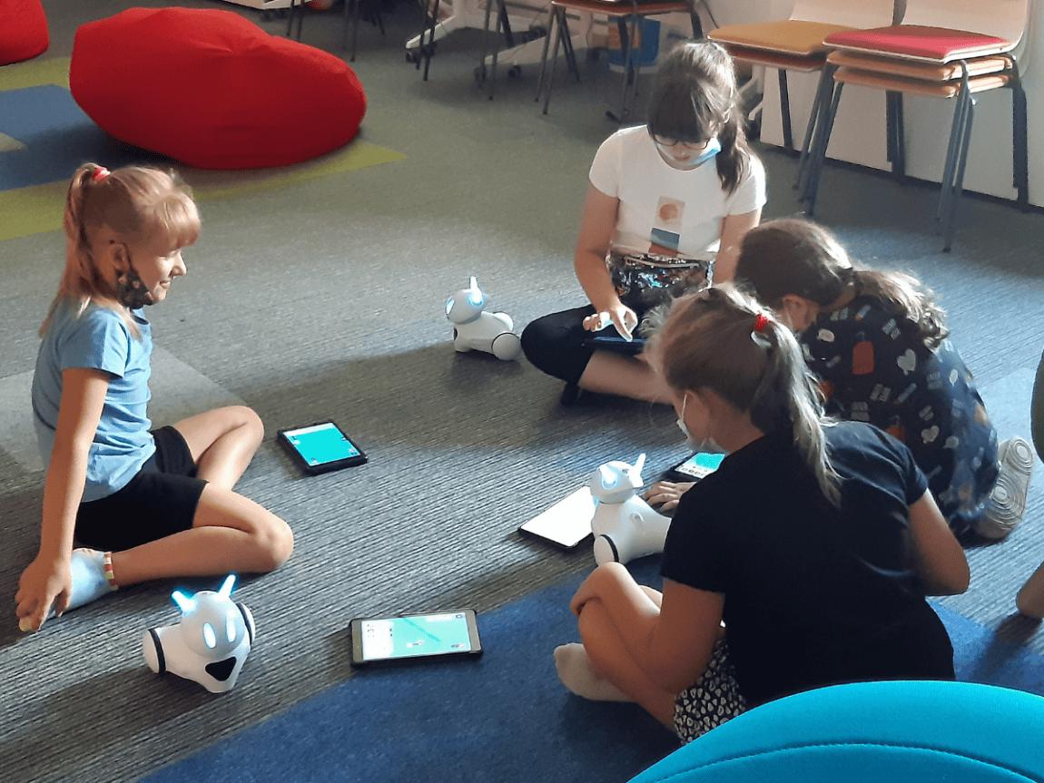 Dzieci zwiedzają Multicentrum