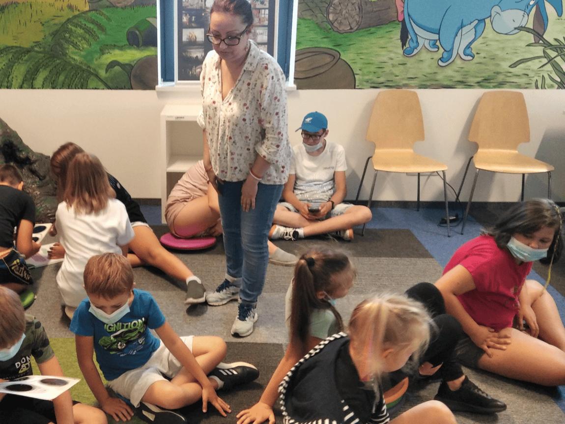 Dzieci zwiedzają Oddział dla dzieci