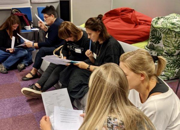 Uczestniczki warsztatów podczas pracy w grupach