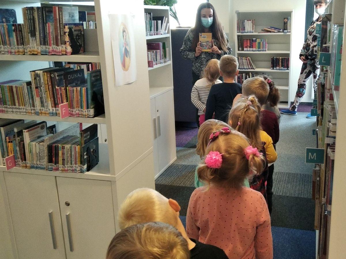 Wycieczka pobibliotece